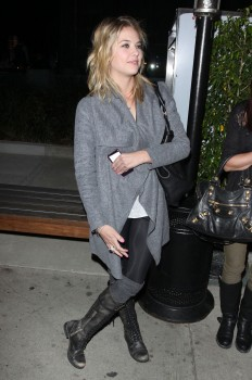 Эшли Бенсон, фото 359. Ashley Benson Outside BOA Steakhouse, LA - 18/01/12, foto 359