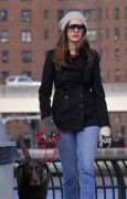 Энн Хэтэуэй, фото 5944. Anne Hathaway 'Walking her dog in Brooklyn', february 5, foto 5944