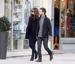 Энн Хэтэуэй, фото 5967. Anne Hathaway strolling in Paris, february 29, foto 5967