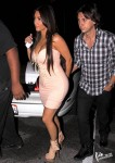 7f5df196002591 Kim Kardashian Busty!